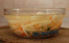 Рецепт легкого бульона из куриного бульона с лапшой