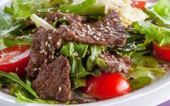 Простые рецепты мясных салатов из говядиины