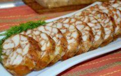 Разные варианты диетических рулетов из куриного мяса с желатином.