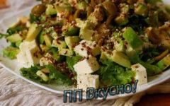 Несколько вариантов диетических салатов на основе авокадо