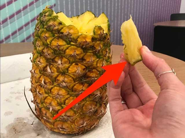 Как чистить ананас без ножа